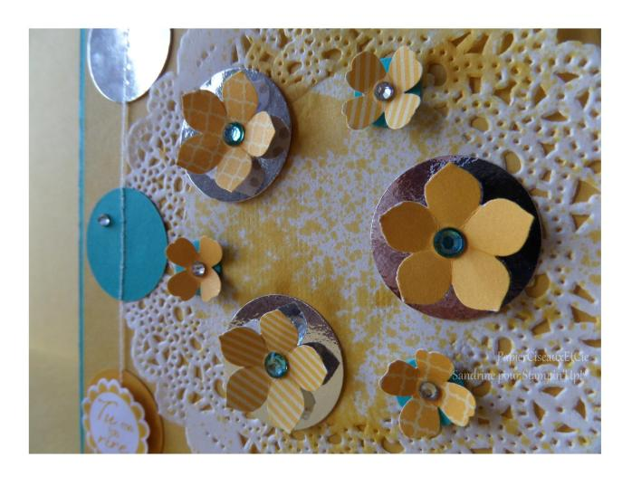 Carte jaune napperon fleur détail 2
