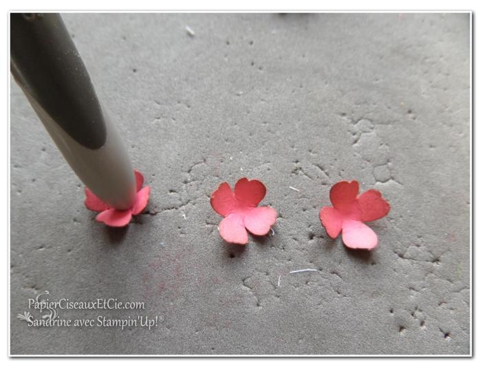 1 création fleur en relief étape 3 papierciseauxetcie