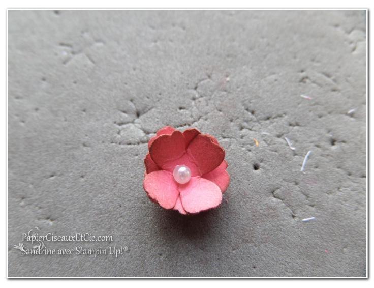 1 création fleur en relief étape 6 papierciseauxetcie